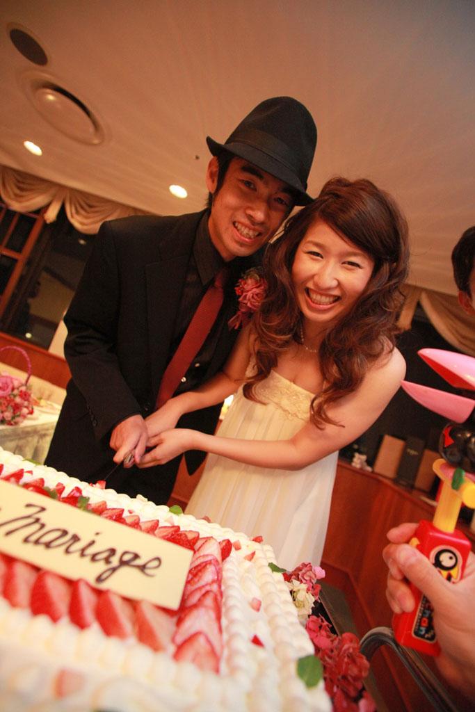 ウェディングパーティ ケーキ入刀