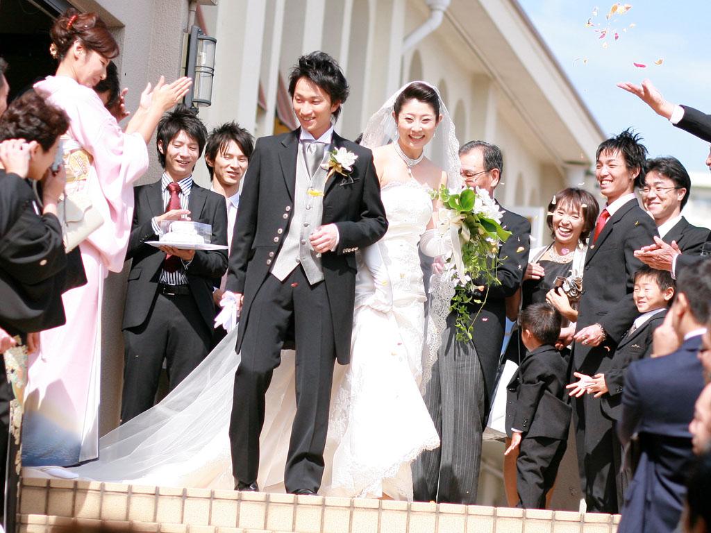 教会での結婚式 フラワーシャワー