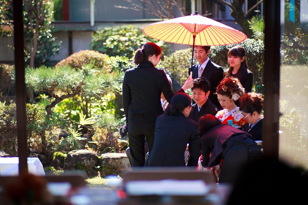 自宅結婚式 花嫁 和傘