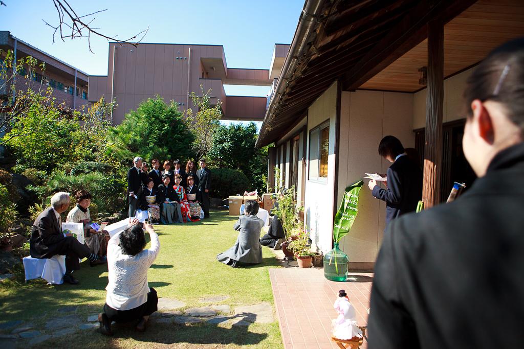 自宅結婚式 庭 準備